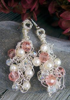 Articoli simili a Gold Filled Wire Crochet Earrings - Swarovski Crystal Pearl Earrings - Wedding - Gift su Etsy Wire Jewelry, Jewelry Crafts, Wedding Jewelry, Beaded Jewelry, Crochet Jewellery, Jewellery Box, Tanishq Jewellery, Necklace Hanger, Bijoux Fil Aluminium