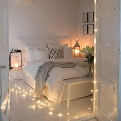 There are a lot of natural ways of decorating your bedroom. For example, you can use natural gifts like wonderful looking sea shells, glass, pine cones etc. Using these items can result in a brilliant texture to the bedroom decoration. Bedroom Decor For Small Rooms, Room Ideas Bedroom, Home Decor Bedroom, Bedroom Décor, Bedroom Inspo, Teen Bedroom Designs, Cozy Room, Aesthetic Bedroom, Dream Rooms