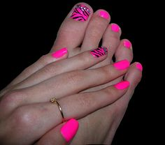 These nails are fierce! Try out this style on our Glamour-length custom-fit nails!  http://www.customnailsolutions.com/