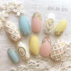 Pretty petit flowers nail | (@irotoiro.nail) on Instagram