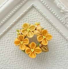 Shibori, Kanzashi Flowers, Ribbon Crafts, Handmade Flowers, Fabric Flowers, Diy And Crafts, Hair Accessories, Brooch, Creema