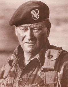 Hollywood decided to make these war movies, some pretty truthful, some unrealistic, and some just plain awful. Hey we all like John Wayne, but. John Wayne Quotes, John Wayne Movies, Hollywood Stars, Old Hollywood, Classic Hollywood, Hollywood Glamour, Green Beret, Film Serie, Movie Photo