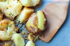 Ziemniaki z bardzo chrupiącą skórką    pieczone w mundurkach, z czerwoną papryką i świeżym tymiankiem. P