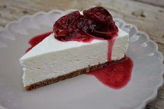 Puristischer Cheesecake mit Zwetschgen-Feigen-Kompott