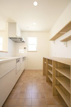 Way to cut down on cabinet cost? Japanese Kitchen, Open Cabinets, Interior Exterior, Image House, Hostel, Home And Living, Interior Inspiration, Bathtub, House Design