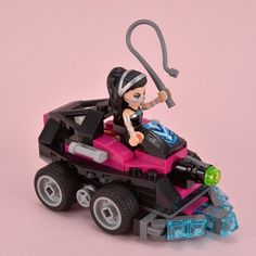 41233 Lashina Tank is one of the smaller DC Super Hero Girls sets, containing 145 pieces and with a price of £11.99 or $14.99. It is focused upon a relatively obscure character and may therefore be of limited appeal in relation to 41230 Batgirl Batjet Chase or 41235 Wonder Woman Dorm which include some of the most famous DC heroines.