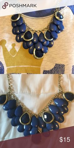 Bundle of 2 Francesca's fashion necklace Cobalt and navy blue fashion necklaces! So cute and both go with a lot! Price is for both but let me know if you're just interested in one. Francesca's Collections Jewelry Necklaces