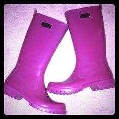 Nine West purple rain boots Nine West purple rain boots. Size 6- wore twice . Don't fit my feet. I'm a 6.5 received is a gift and couldn't return them. One small mark, but otherwise in perfect condition. Nine West Shoes Winter & Rain Boots