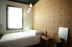 Dunkle Schlafzimmer Farben Für Rustikales Schlafzimmer Design Mit  Wandpolsterung #Design #dekor #dekoration #