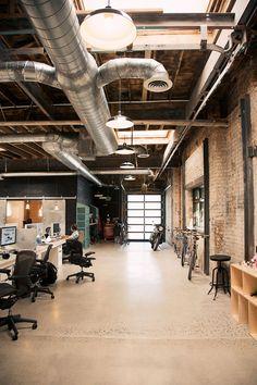 Regards et Maisons: Une rénovation d' entrepôt en bureaux