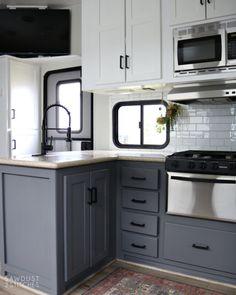 Diy Camper, Camper Life, Camper Ideas, Rv Life, Camper Van, Rv Kitchen Remodel, Toy Hauler Rv, Camper Kitchen, Camper Renovation