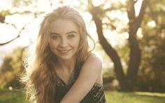 Lataa kuva Sabrina Carpenter, 4k, muusikko, supertähtiä, hymy, kauneus, blondi