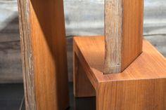 Tavolinetto in legno di Teak con particolare struttura ad incastro.