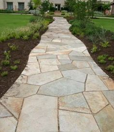 Cut flagstone walkway with small gaps (about 1 inch). That makes this walkway fairly formal for walking on, yet the edges have been cut to blend into the beds that line them. Front Yard Walkway, Backyard Walkway, Outdoor Walkway, Outdoor Landscaping, Front Yard Landscaping, Landscaping Ideas, Landscaping Software, Flagstone Pathway, Paver Walkway