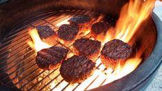 Mitä lämpötiloja käyttäisin? Miten grillattavan tuotteen paksuus vaikuttaa lopputulokseen ja  miksi? Miksi ruskistetaan pinta? Kuis sitten marinadit? Täältä grillauksen perustietoja. #poppamies #savustus #grillaus #maustaminen #ruoka #ruuanlaitto #mauste Steak, Food, Essen, Steaks, Meals, Yemek, Eten