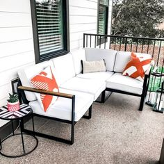 #outdoorseating #outdoordecor #outdoorliving #outdoorlivingspace #patiofurniture #patiodecor #nataliekennedyblog