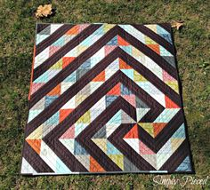 Simply Pieced - a twisted path quilt tutorial HST. size of HST determines size of quilt. Quilting Tutorials, Quilting Projects, Quilting Designs, Quilting Ideas, Boy Quilts, Scrappy Quilts, Layer Cake Quilts, Layer Cake Quilt Patterns, Half Square Triangle Quilts