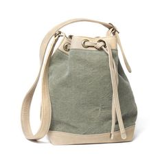 Sage and cream! love this colour combination! This styley bag looks so pratical and comfotable, perfect for everyday use. *Montaigne