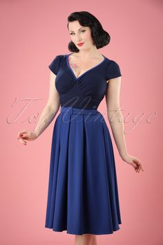 Go for a classic retro look with this50s Carmen Swing Dress, exclusively available at TopVintage!  The clean cut of the dress makes the gorgeous blue colours pop,Carmen is sophisticated simplicity at its best! The contrasting, striped top features short sleeves,an elegant V-neckline and pleated cups which makes it suited for all cup sizes. Made from a supple, kobalt blue fabric with a light stretch for a lovely fit. Match her with striking juwellery and a pair of...