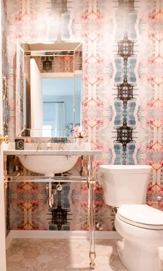 Create and Tour a Chicago Interior Designer's Cool Home wallpaper in a tiny powder room Bathroom Wallpaper Trends, Powder Room Wallpaper, Bathroom Interior, Modern Bathroom, Tiny Bathrooms, Simple Bathroom, Beautiful Bathrooms, Home Design, Interior Design