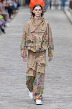 Louis Vuitton Spring 2020 Menswear Fashion Show Collection: See the complete Louis Vuitton Spring 2020 Menswear collection. Look 30 Fashion Week Paris, Runway Fashion, Men's Fashion, Sporty Fashion, Fashion Weeks, Fashion Trends, Louis Vuitton Hombre, La Mode Masculine, Moda Paris