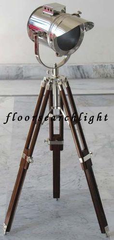 DESIGNER SEARCHLIGHT SPOT LIGHT STUDIO TABLE LAMP W/ WOODEN TRIPOD STAND