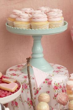 CUPCAKES, CAKE STAND, TABLE CLOTH, BANNER