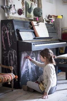 Chalkboard paint on a piano. Clever! Babette - Kim Timmerman