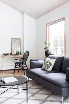 Musta korituoli Ikea, Sohvapöytä Hakola Round