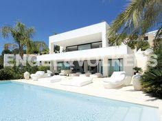 PROPIEDAD DE LA SEMANA: Villa moderna con vistas espléndidas al mar