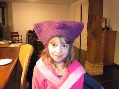 Marikari: Gebreide haarband met patroon Cross Stitch Alphabet Patterns, Bandana, Bucket Hat, Shawl, Winter Hats, Crochet, Womens Fashion, Cowls, Knitting Patterns
