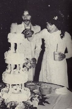 "Jefferson Starship  Grace Slick marries Skip Johnson, a Jefferson Starship lighting designer, from 1976 to 1994. She was previously married to Gerald ""Jerry"" Slick from 1961 to 1971."