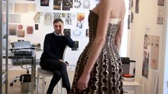 Dior and I brings the viewer inside the storied world of the Christian Dior fashion house with a privileged, behind-the-scenes look at the creation of Raf Simons' first haute couture collection as its new artistic director. Raf Simons, John Galliano, Jil Sander, Christian Dior, Dior Fashion, Fashion Week, Fast Fashion, Style Fashion, Fashion Trends