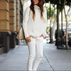 Leia aqui!: http://imaginariodamulher.com.br/look/?go=2khu5xT  10 Looks com calça branca no inverno e onde Encontrar #achadinhos #modafeminina #modafashion #tendencia #modaonline #moda #instamoda #lookfashion #blogdemoda #imaginariodamulher