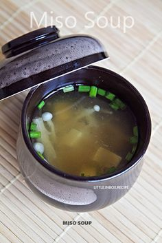 Little Inbox Recipe ~Eating Pleasure~: Miso Soup Recipe. This one can has a substitution written in with chicken stock if you can't find dashi. Great Recipes, Soup Recipes, Cooking Recipes, Favorite Recipes, Healthy Recipes, Vegetarian Recipes, Healthy Meals, Asian Recipes, I Love Food