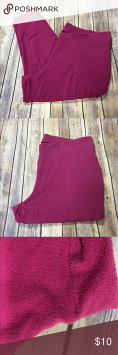 Pre-loved Torrid Hot Pink Ankle Cropped Leggings 3 Good if not excellent Condition. Pre-loved leggings, some piling inner thigh area, as shown in pictures. torrid Pants Ankle & Cropped