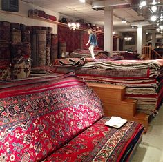 Rug shopping tips for getting better deals, finding the best stuff, and what to avoid! Home Decor Furniture, Diy Home Decor, Furniture Shopping, Bonus Room Design, Young House Love, Showroom Design, Love Your Home, Cheap Carpet, Classic Furniture