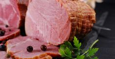 Our recipe for Christmas ham steak is perfect for an intimate dinner or as a main course for holiday buffet. Brunch Dishes, Brunch Recipes, Brown Sugar Ham, Cinnamon Roll Monkey Bread, Nutella French Toast, The Magical Slow Cooker, Ham Casserole, Ham Steaks, Christmas Ham