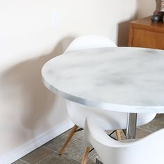 Need a more modern or updated in your kitchen or dining area? Try this easy DIY Marble Table Top!