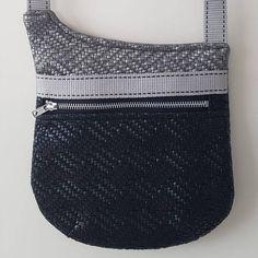 Pochette Be-Bop en simili tissé gris et noir cousue par Laurette - Patron Sacôtin