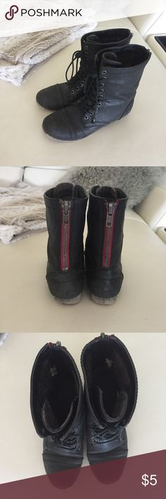 Steve Madden combat boots Steve Madden combat boots gently worn. Size 8 and true to size. Steve Madden Shoes Combat & Moto Boots