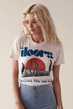 T-shirt screen printing can create many different designs for different kinds of printed t-shirts. Our T-shirts also supply premium feel and an entirely comfortable fit Moda Fashion, 70s Fashion, Trendy Fashion, Vintage Fashion, Womens Fashion, Dress Fashion, Fashion Clothes, Fashion Trends, Vintage Mode