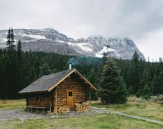 All I Need is a Rustic Little Cabin in the Woods Photos) - woods rustic outdoors nature mountain log cabin house home cabin Small Log Cabin, Tiny Cabins, Little Cabin, Log Cabin Homes, Cabins And Cottages, Log Cabins, Cozy Cabin, Guest Cabin, Rustic Cabins