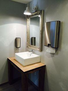 Die neu gestalteten Toiletten in Kirchstett.