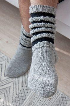 Suutari& boyfriend finally got his own woolen socks. I didn& mind waiting . Knitting Charts, Knitting Socks, Knitting Patterns, Knitting Ideas, Woolen Socks, Sock Toys, Sexy Socks, Knitted Slippers, I Give Up