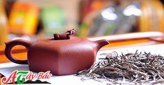 NHỮNG BÍ QUYẾT HAY ĐỂ BẢO QUẢN CHÈ TÀ XÙA TÂY BẮC TỐT NHẤT  Tránh những nơi có mùi mạng, hăng cay sẽ không phù hợp để bảo quản trà, cho trà vào trong những chiếc lọ kín hơi để được hiệu quả tốt nhất để ngăn chúng không tiếp nhận những mùi mạnh và giữ được hương thơm của lá trà.    Xem thêm:http://amthuctaybac.vn/vi/tin-tuc/438-nhung-bi-quyet-hay-de-bao-quan-che-ta-xua-tay-bac-tot-nhat.html
