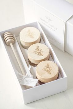 The Nordic honey tasting gift set includes three jars of organic honey along with a beautiful wooden honey dipper. Honey Packaging, Jar Packaging, Pretty Packaging, Packaging Design, Packaging Ideas, Honey Logo, Honey Label, Honey Jar Labels, Honey Shop