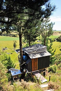 Self-sustainable hut with outdoor bath and solar energy- made for under fifteen hundred bucks (New Zealand)