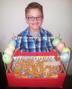 De traktatie van Lucas: lekker dobberen in een heerlijke donut zwemband! Zwempret!