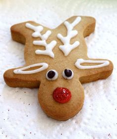 Easy Holiday Cookies Recipes: We've got gingerbread houses, melting snowmen, gingerbread reindeer, and more! Gingerbread Reindeer, Reindeer Cookies, Gingerbread Man Cookies, Christmas Gingerbread House, Christmas Sweets, Christmas Cooking, Christmas Goodies, Holiday Cookies, Christmas Ideas